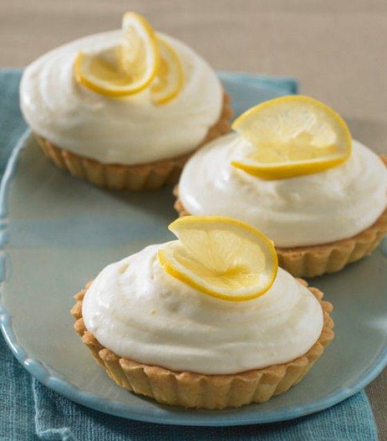 Zitronentörtchen: Mmmh, auf knusprigen Mürbeteig bettet sich feine Zitronensahne.