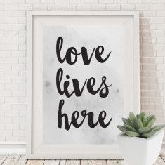Love lives here marble look print