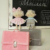 Купить или заказать Карамелька Кукла-подвеска текстильная в интернет-магазине на Ярмарке Мастеров. Карамелька Кукла-подвеска текстильная 'Вкусные' )) разноцветные яркие конфетки: Малинка, Слива, Персик и Яблоко. У девчонок Карамелек есть друг Мальчик-Карамель Апельсин. Мальчики тоже любят карамельки, а иногда... они сами как карамельки ))) Куклы малыши сшиты из бязи, одежда из натуральных тканей, волосы - шерсть для валяния. Украсят детскую, подарят свои улыбки и летнее яркое настроен...