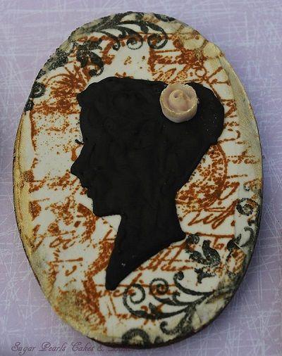 Mixed media/ Decorated cookies/ Edgar Allan Poe/ Victorian/ Silhouette/ Sugar Pearls Cakes & Bakes/ Halloween cookies/ Stamped cookies