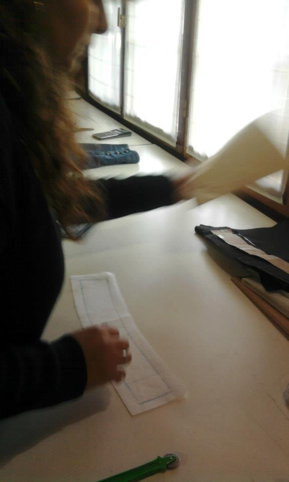 Marcela confeccionando un pantalón de satén y una camisa con alforzas.  Gracias por compartir y... pinned with Pinvolve