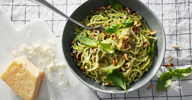En krämig variant på allas favoritpesto i en snabb och enkel pasta. Gör gärna lite extra av peston, god som dressing eller dipp också!