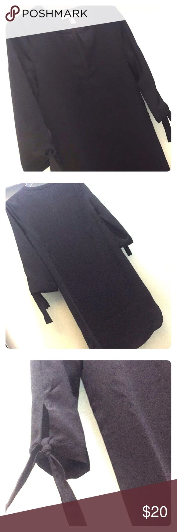 Donna Ricco black dress Donna Ricco black dress. Size 2 US. 16 inch long sleeves. 35 inch long from top to bottom. This dress would be adorable worn with a belt! ... or with black tights! Donna Ricco Dresses Long Sleeve