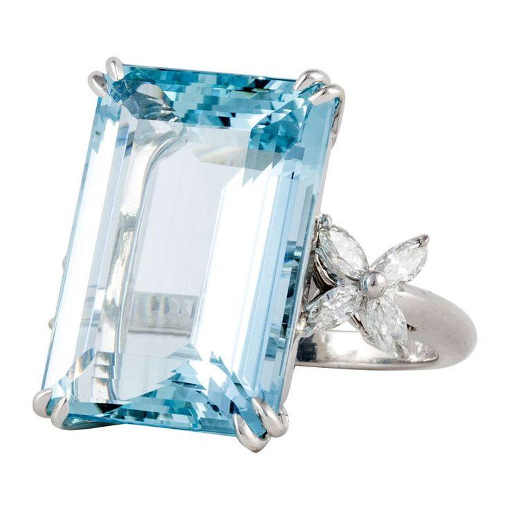 TIFFANY & Co. Platinum Aquamarine and Diamond Ring