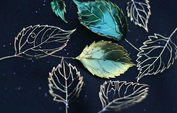 Купить Лист с инициалами имени. Брошь/украшение для прически. - лист, лист брошь, лист украшение, листочек