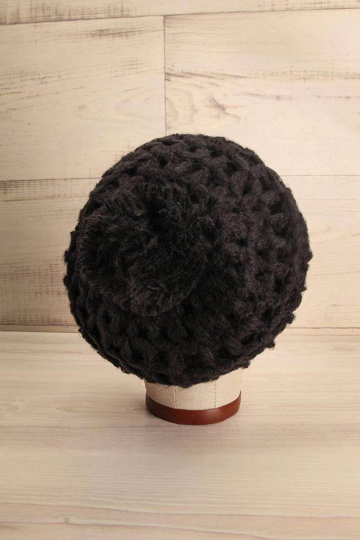 Black knit beret with pompom - Beret noir tricoté avec pompon