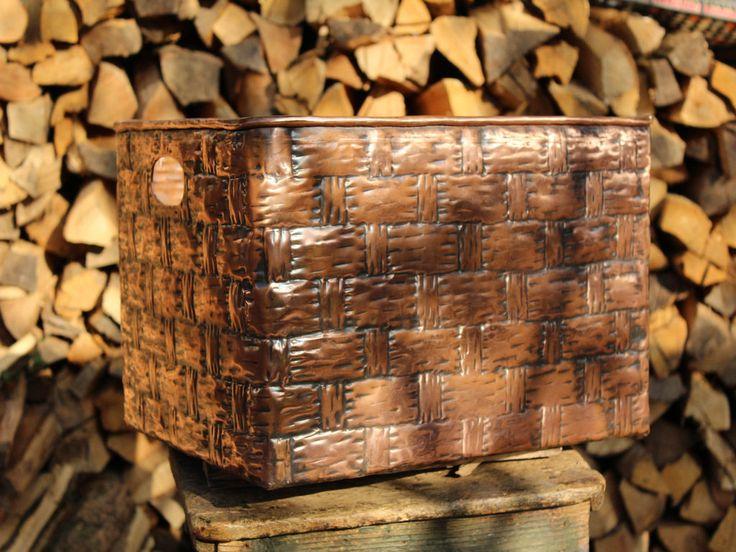 Cesta porta legna firewood holder portariviste portaoggetti in rame lavorata a mano di LaCasadelRame su Etsy