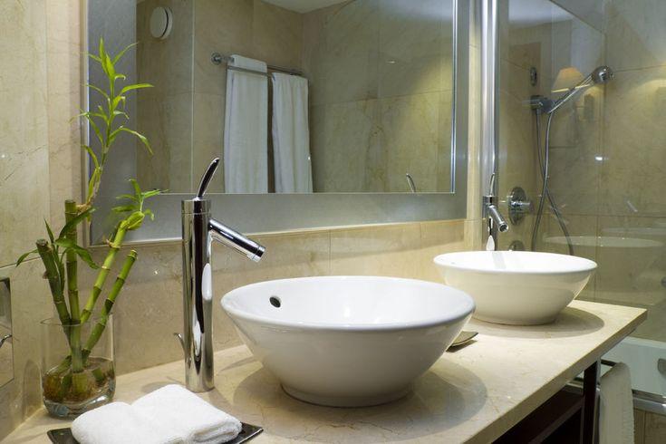 Nowoczesna łazienka - bambusy wnoszą do niej trochę świeżości. fot. fotolia.com