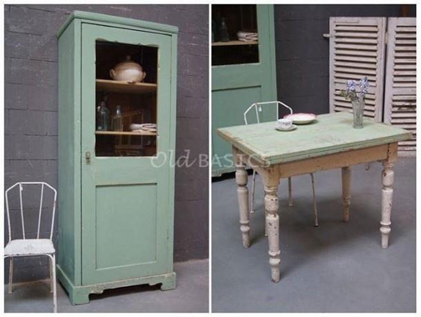 Unieke oude brocante meubels van OLD BASICS: leuke smalle kast, ijzeren stoeltjes en een landelijke tafel ; geschikt als bureau...en ook uitklapbaar dus lekker praktisch. De tinten (gebroken ) wit en linde groen zijn prachtig. Ook leuk voor meidenkamer. Kijk op webshop van Old BASICS of in de grote loods van 750m2! www.old-basics.nl