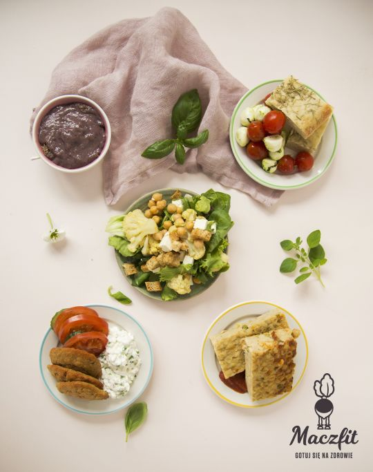 Apetyczna kompozycja #lunch #box #maczfit #catering #food #inspiracja #pyszne #danie #salad #obiad #lunch #kolacja #tryit #sałata #pomidor #5aday #meal #posiłek