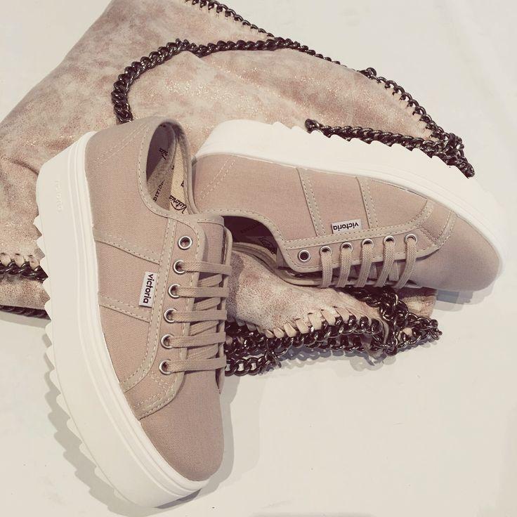 #Zapatillas Victoria... Nueva colección con plataforma de suela dentada.