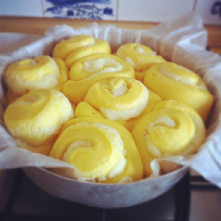 "The ""roses cake"" ready to be put into the oven!"