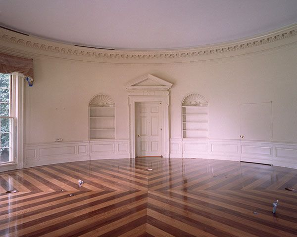 The changing looks / decor of the White House Oval Office through different Presidencies. [Seen here empty during cleaning in 2001]