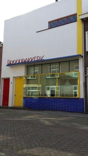 Voormalige broodbakkerij uit 1932 naar ontwerp van S.G. Barenbrug (De Stijl), Acaciastraat Tilburg