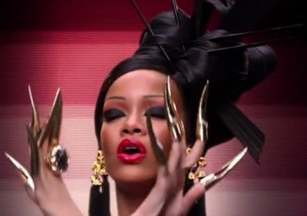 """Rihanna éclipse Coldplay dans leur dernier clip, """"Princess Of China"""""""