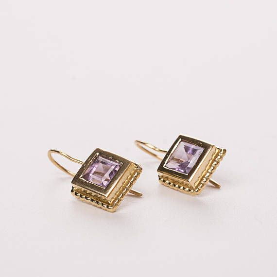 18k gold dangle earrings embedded with square amethyst stone,  #goldearrings #squreamethyststone #modernlook in a clean modern look. The perfect piece of jewelry for your elegant outfit ! Can be oredered in 14k gold or white gold.  DETAILS: * Earring size: 0.43/ 1.1 cm * Earrings are made of 18k gold * Stone l size: 0.27/7 mm