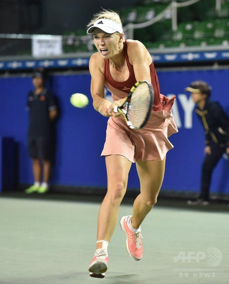 女子テニス、東レ・パンパシフィック・オープン(Toray Pan Pacific Open 2014)シングルス2回戦。リターンを狙うカロリーネ・ボズニアツキ(Caroline Wozniacki、2014年9月18日撮影)。(c)AFP/KAZUHIRO NOGI ▼19Sep2014AFP|ボズニアツキ、フルセットで初戦突破 パンパシフィック・オープン http://www.afpbb.com/articles/-/3026366