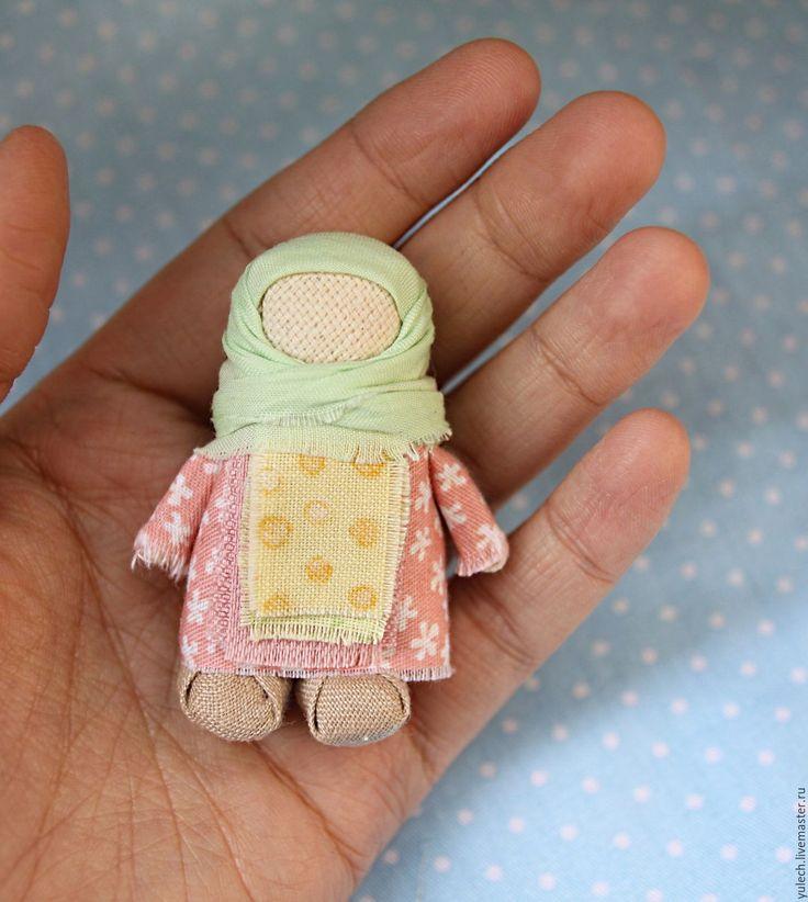 """Купить Маленькая куколка-крошечка """"Майская"""" - комбинированный, народная кукла, Маленькая куколка, куколка в кармашек"""