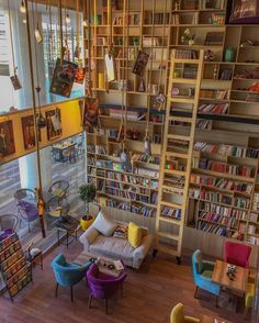 What a gorgeous home library!