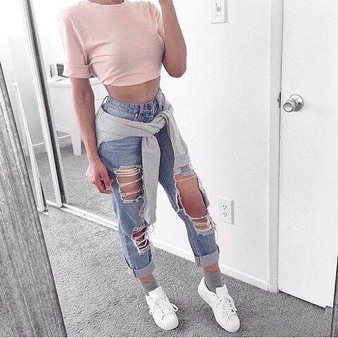 Casual crop top , boyfriend jeans