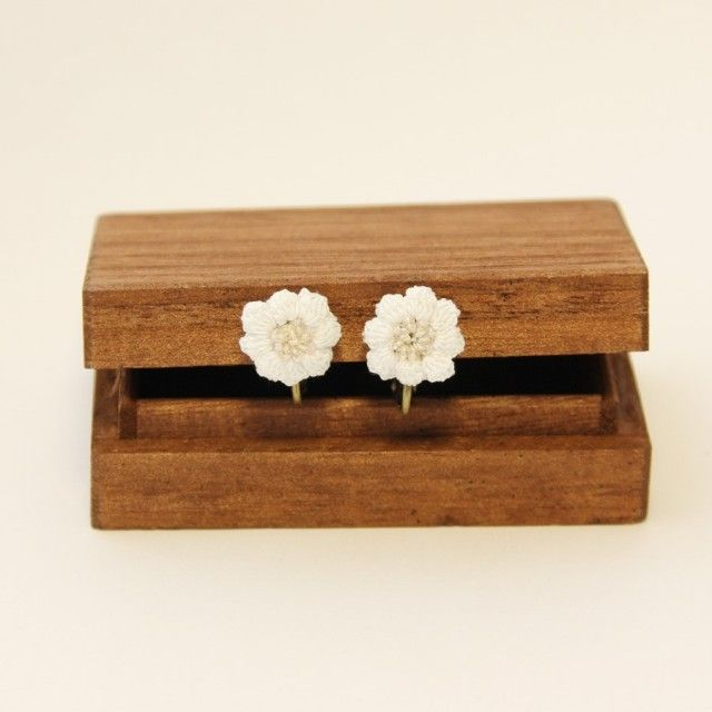 flower イヤリング(白色) @iichi - Handmade in Japan - - Handmade in Japan - - Handmade in Japan -