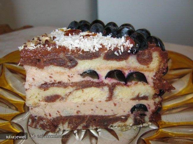Tort Ciudat - cu Crema de Smantana si Struguri