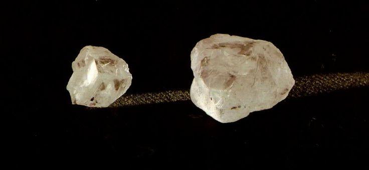 Clique para ver a imagem no seu tamanho original - Diamantes  Origem: Brasil Peso: 135 e 35 quilates Propriedade de D. João VI. O MAIOR especime foi, ROUBADO em Dezembro de 2002, na cidade de Haia, na Holanda, NA EXPOSIÇÃO DA EUROPÁLIA.