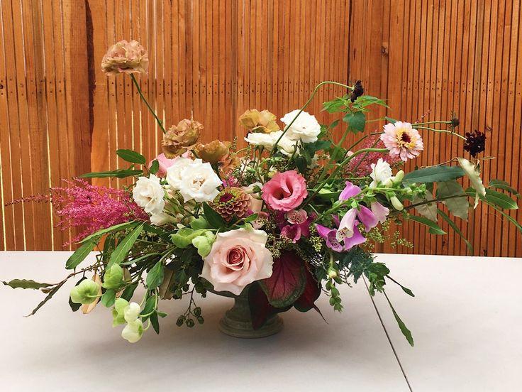 Nuestra vocación de floristas y la pasión por el diseño se conjugan para lograr composiciones naturales llenas de sensibilidad. #florkloryco #florista #florist #flores #flowers #floreria #flowershop #diseñofloral #floraldesign #wedding #queretaro