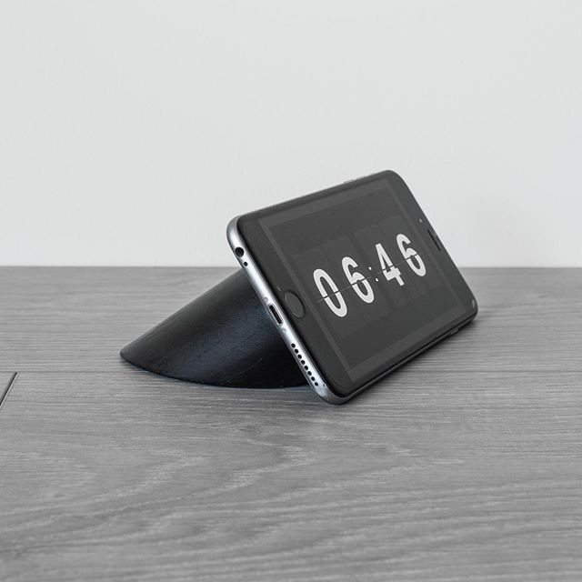 Meet Login, the must have phone accessory. Your device becomes a functional light or alarm clock or a place to dock it while it charges. Make technology work for you, and not the other way around.  If you just have to have one, email us for pre-orders via contact@lesbasic.com  Launching February 2017!