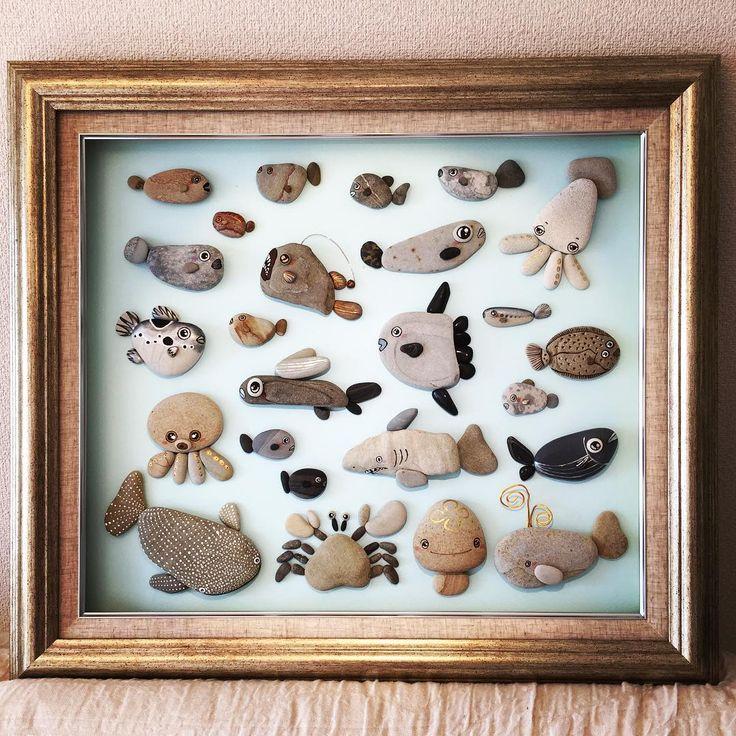 自然の石コロで魚たちを表現して見ました。 お気に入りはジンベイザメと普通のサメ #石ころアート #石ころ#アート#海#水族館#額#自然#魚#インテリア#デザイン #writing #art #japan #design #word #follow #stone #interior #fitshes