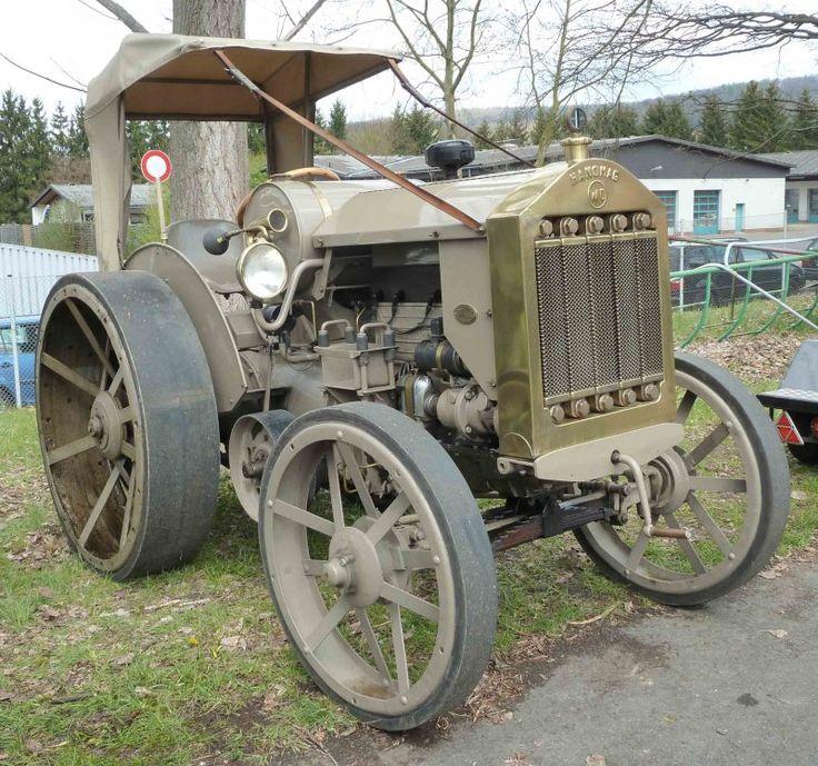 Hanomag WD steht bei der Oldtimerausstellung der Traktor-Oldtimer-Freunde Wiershausen, April 2012