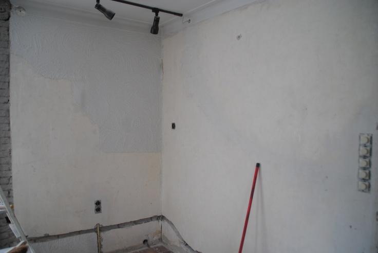 Een begin gemaakt met het verwijderen van het stucwerk beneden in de woonkamer [10-05-2013]