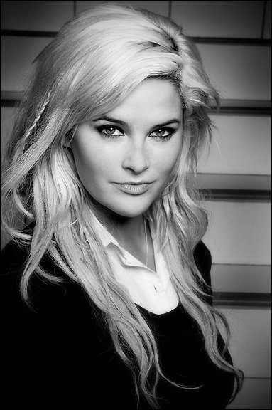 Whitney Thompson; the first plus sized model to win America's next top model.