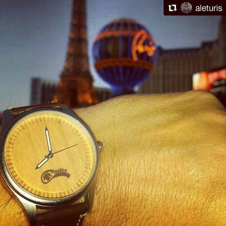 Viernes por la noche en Las Vegas con #castorwatches  A probar suerte  con un Dual Premium. www.castor-watches.com  Envío gratis en todo #chile whatsapp: 56994033705 #relojesdemadera#lasvegas #reloj #relojes #watch #watches #woodenwatches #accesorios  gentileza de @aleturis