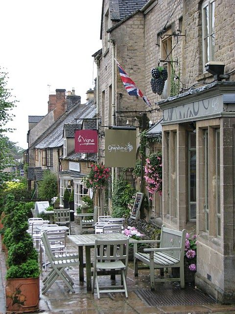 The Grapevine Restaurant & Hotel in Stow-on-the-Wold, the Cotswolds, England. You are spoilt for choice in Stow, as there are good pubs, cafes, restaurants and tea rooms in this lovely Cotswold village.