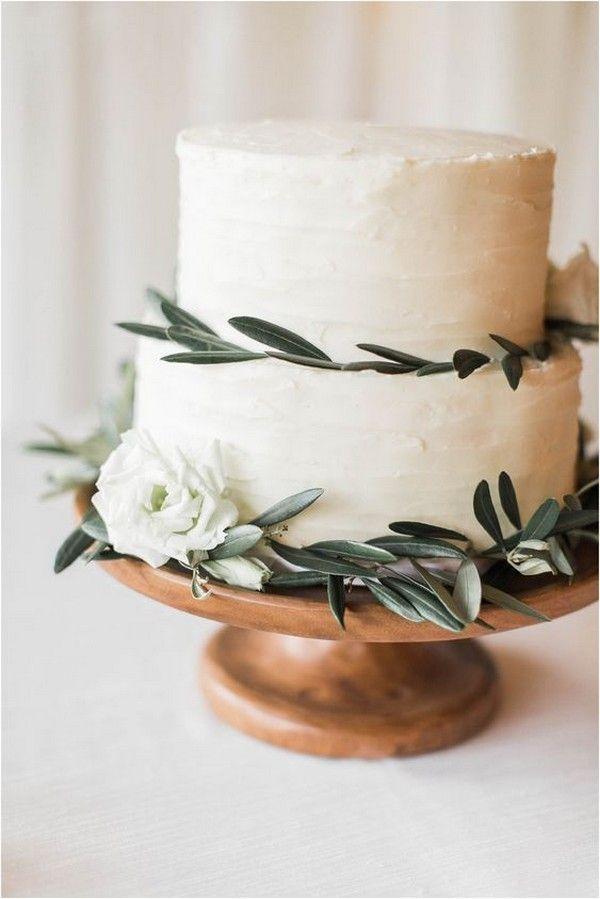 schicke einfache Hochzeitstorte mit Olivenblätter…