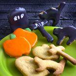 Mørdejskager med glasur - Opskrifter  http://www.dansukker.dk/dk/opskrifter/moerdejskager-med-glasur.aspx #småkager #kager #græskar #halloween #rip #opskrifter #sjov #uhyggeligt #dansukker #inspiration
