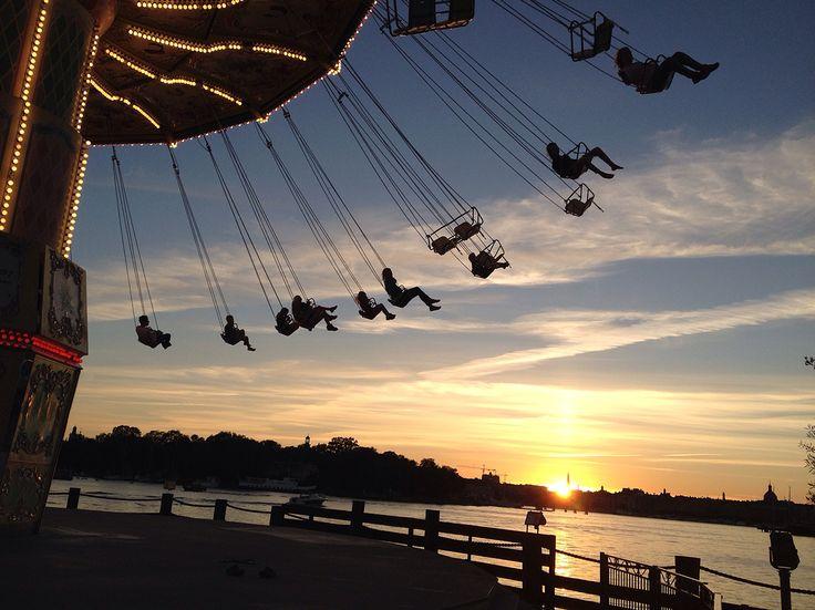 Karusell i solnedgang, Stockholm.