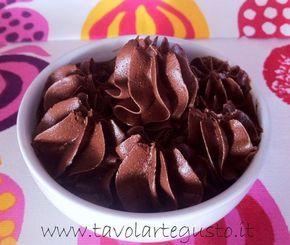 """La Crema Ganache è una crema a base di cioccolato fondente, molto densa e compatta utilizzata in pasticceria per decorare e farcire tanti tipi dolci: ideale per """"stuccare"""" e ricoprire t…"""