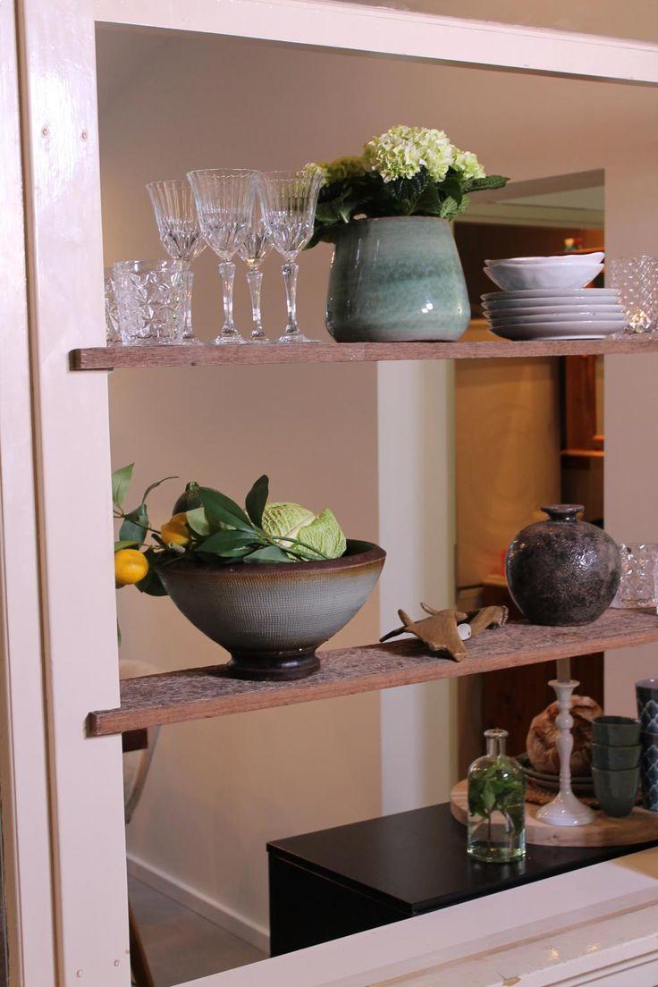 Als je chef-kok bent met een eigen eetcafé, kan je thuis natuurlijk geen belabberd keukentje hebben. In Waddinxveen zetten we daarom een piekfijne keuken in elkaar. Voor chef Tim en vriendin Lisette. Dit is deel 2!
