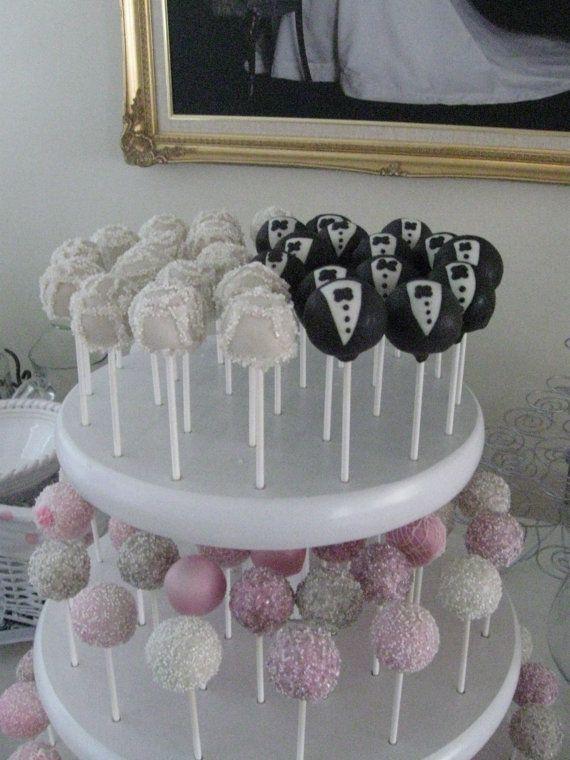 Cake pops disfrazados de novio y novia como recuerdos de bodas