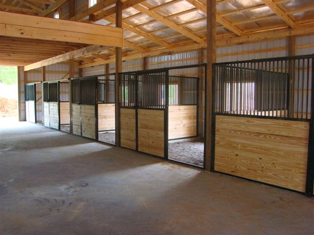 1000 images about barn shelter and arena ideas on for 1 stall horse barn