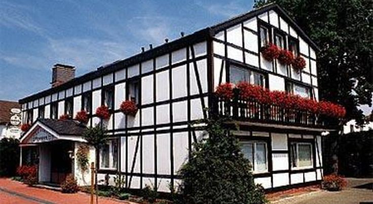 Hotel Eggenwirth Bad Driburg This family-run hotel boasts a central yet peaceful location in Bad Driburg.  From here, both the spa and the town centre with its modern pedestrianised area can be reached with ease.