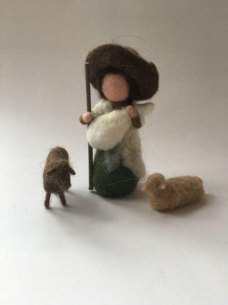 Weihnachtsfiguren - Hirte mit 3 Schafen.Krippenfiguren.Gefilzt. - ein Designerstück von Filz-Art bei DaWanda