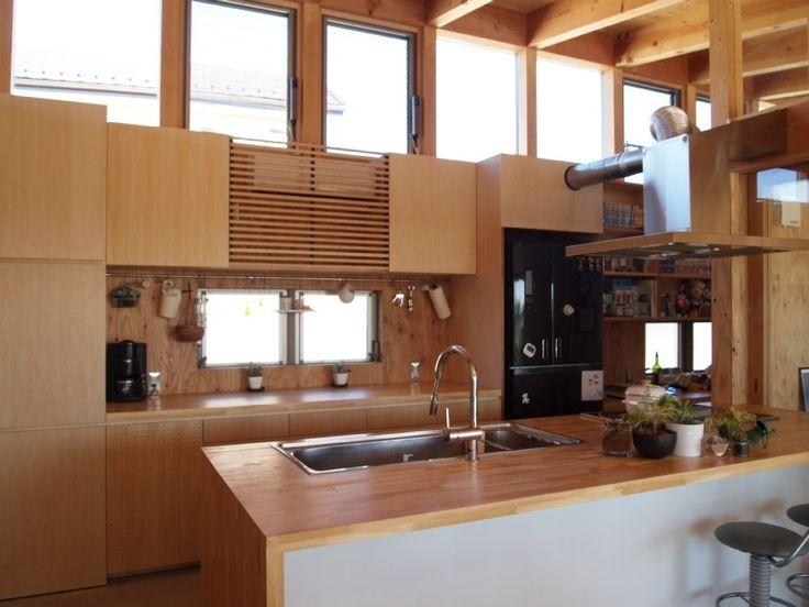埼玉県熊谷市・芝屋根住宅-2 BEAT HOUSEの部屋 造り付けのキッチン