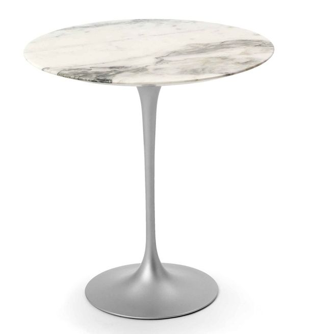 Круглый стол на тонкой ножке
