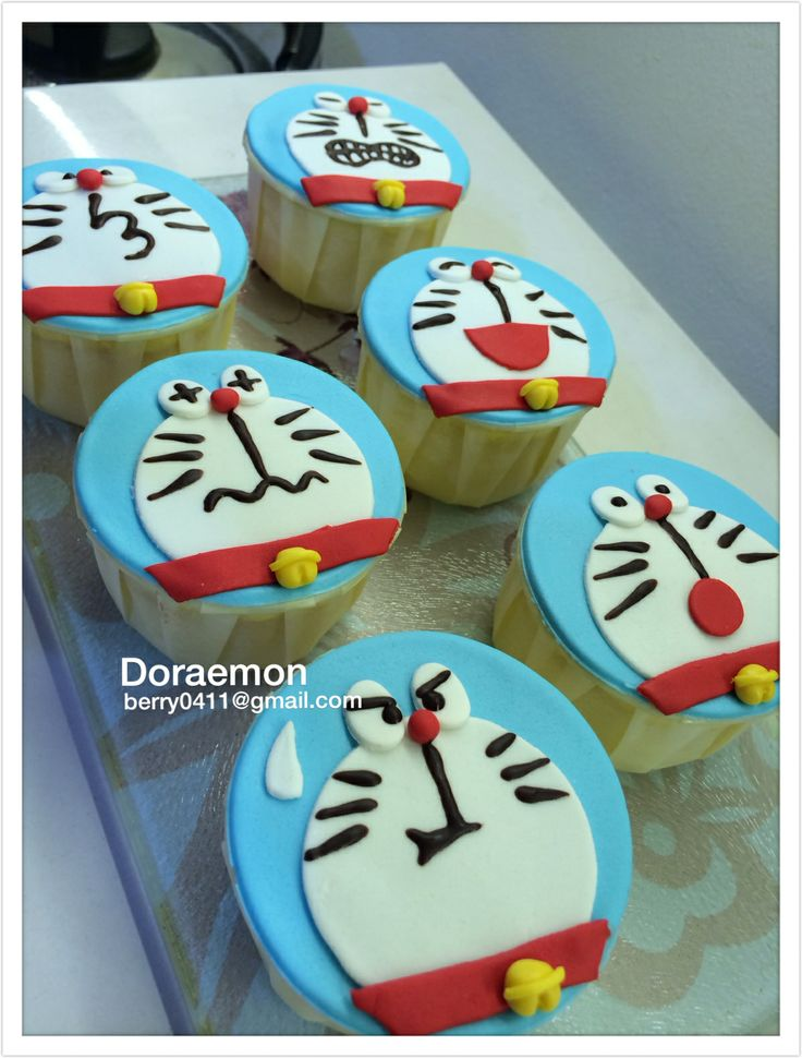 Doraemon cupcake . i really want it waaaaaaaa !!!