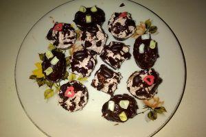 Cestini di cioccolato con panna ala cioccolato http://blog.giallozafferano.it/golosamentemilena/bicchierini-al-cioccolato-panna-al-cacao/