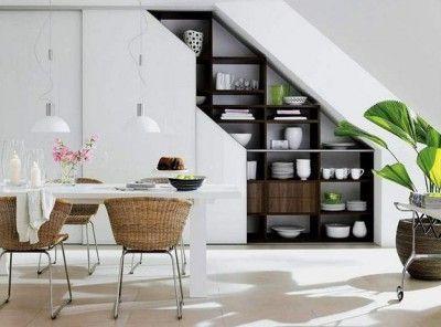 Трюки на использование места под лестницей - войдет туда шкаф и стеллажи для большого количества вещей! :: Мир дома.