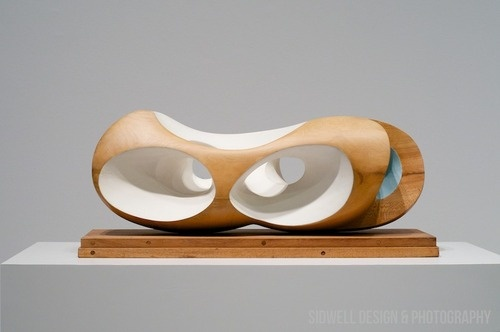 Barbara Hepworth / Pendour, painted planewood 1948
